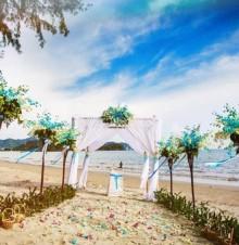 牵手走进了婚姻神圣的殿堂,衷心祝福你们!
