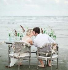 愿你俩婚礼之日分享的喜悦,将伴随你俩共度人生的岁月!